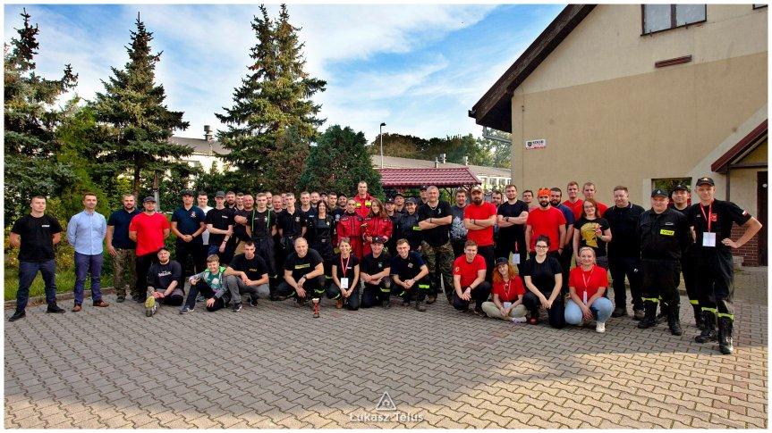 Strażacy z OSP uczestniczący w manerwach