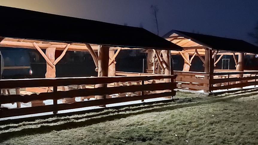 Groblice: oświetlenie obiektów małej architektury na boisku wiejskim