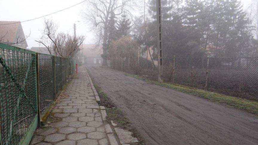 zdjęcie ziemistej drogi