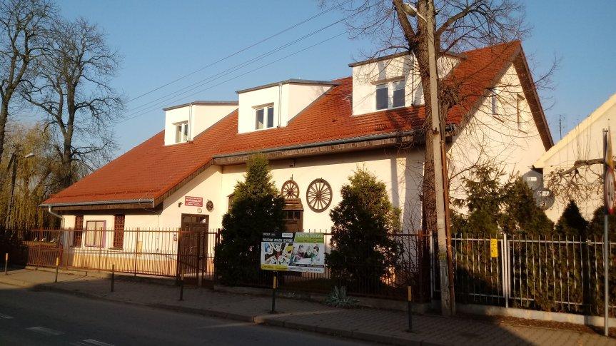 Budynek świetlicy wiejskiej w Żernikach Wrocławskich.