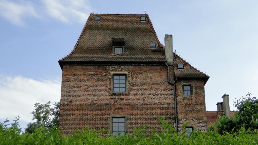 Wieża w Biestrzykowie - źródło: www.powiatwroclawski.pl